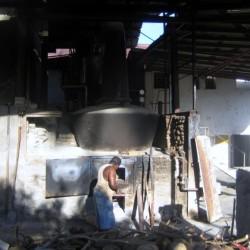 Heizer in der Rumfabrik