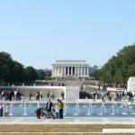 die Gedenkstätte von Abraham Lincoln und davor die des zweiten Weltkrieges